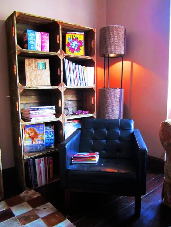 decoracion sevilla- tendencia vintage-estanteria vintage-decoracion de cafeterías vintage