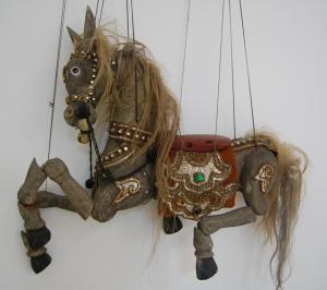decoracion sevilla-tienda on line- escultura- marioneta de un caballo.